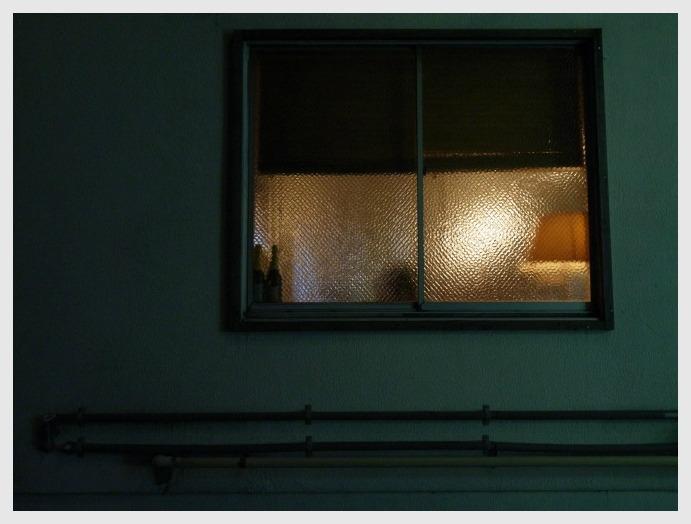 ■ 窓越しはあたたかいか_b0148920_18473163.jpg