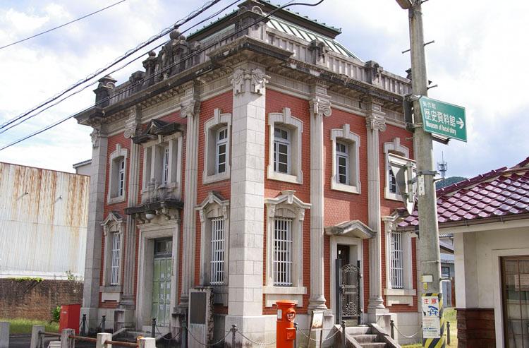 町の規模に準じた銀行建築_f0130879_2254475.jpg