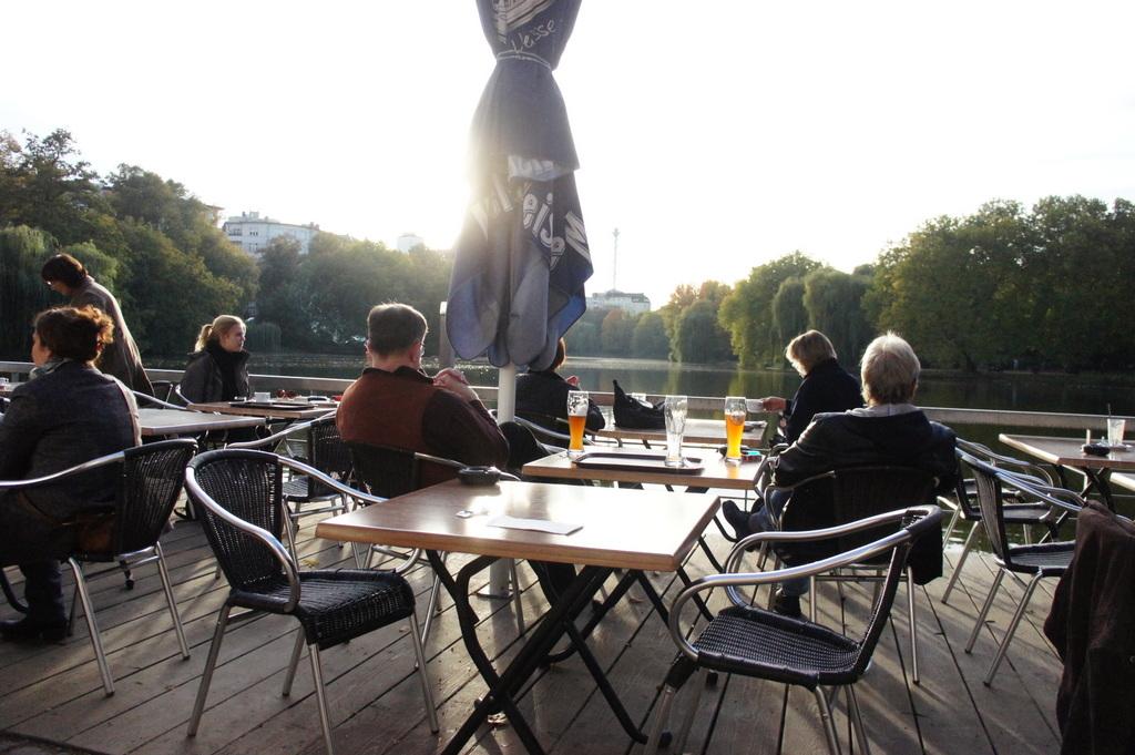週末、黄金色に輝くベルリンです!_c0180686_1744826.jpg
