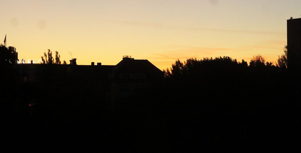 週末、黄金色に輝くベルリンです!_c0180686_1783735.jpg