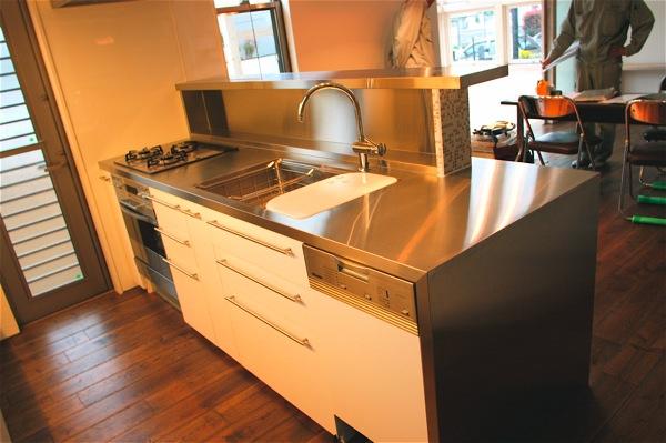 「鶴ヶ島の家」彩りのあるキッチン_f0230666_13235698.jpg