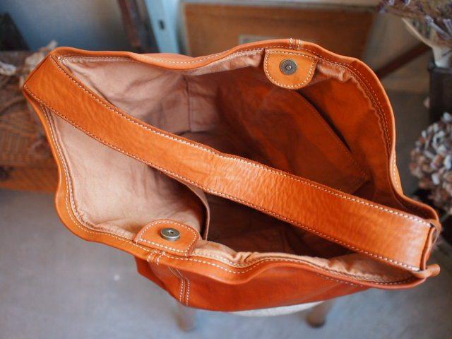 ブラウスとバッグとガラスケース。_a0164280_16434789.jpg