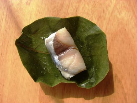 奈良の土産は柿の葉寿司_b0081121_20254994.jpg