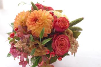 式典のテーブル装花_f0057564_19331649.jpg
