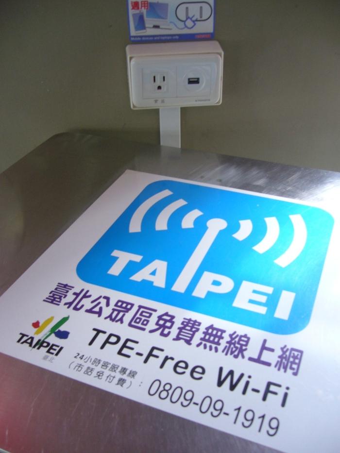 台湾旅行2012・その5(故宮博物館、エバー航空のキティちゃん祭り)_f0124235_214916.jpg