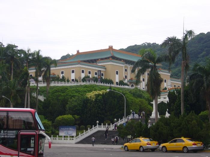 台湾旅行2012・その5(故宮博物館、エバー航空のキティちゃん祭り)_f0124235_21492955.jpg