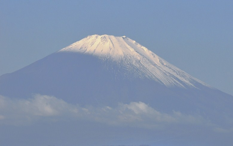 富士の冠雪の不可思議....積雪は何故シンメトリーではないの?_b0137932_21391375.jpg