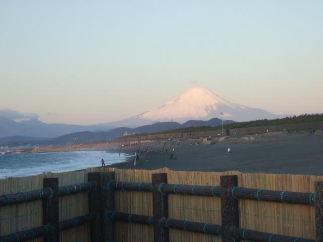 富士の冠雪の不可思議....積雪は何故シンメトリーではないの?_b0137932_23201228.jpg