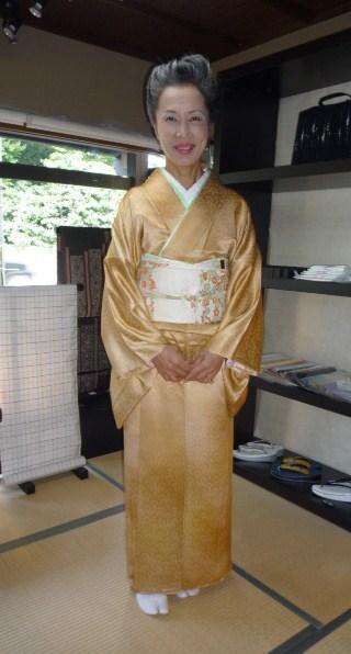 加藤ますえさん・色無地の着姿2パターン。_f0181251_1655364.jpg