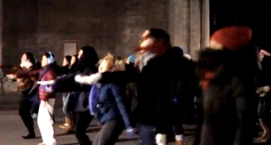 近年、ニューヨークではフラッシュ・モブ(Flash Mob)が増加中_b0007805_2034982.jpg