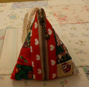 クリスマスカラーの三角ポーチ!!_d0082763_18534744.jpg