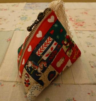 クリスマスカラーの三角ポーチ!!_d0082763_18541759.jpg