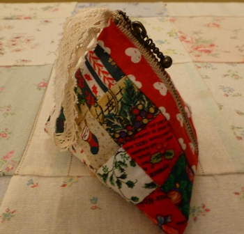 クリスマスカラーの三角ポーチ!!_d0082763_1854220.jpg