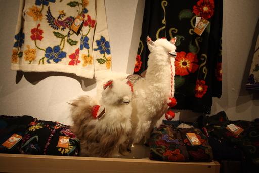 2012年「松田イメルダ 手編みアルパカ展が始まっています_d0178448_8503192.jpg