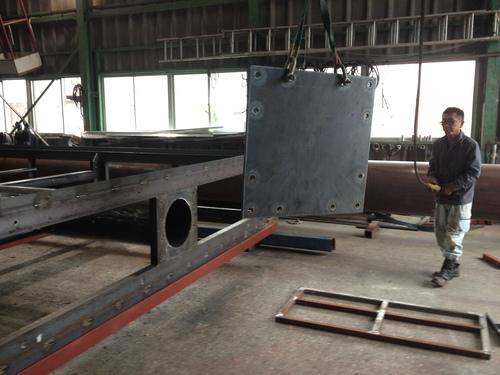 工場では鉄骨鉄骨鉄骨三昧..._b0152079_16214261.jpg