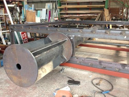 工場では鉄骨鉄骨鉄骨三昧..._b0152079_16251998.jpg