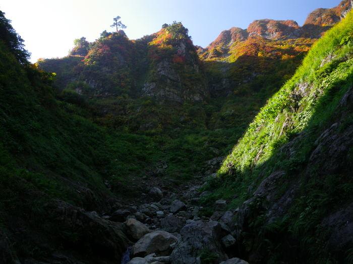 紅葉の朝日連峰祝瓶山コカクナラ沢 ~ 2012年10月22日_f0170180_2515021.jpg