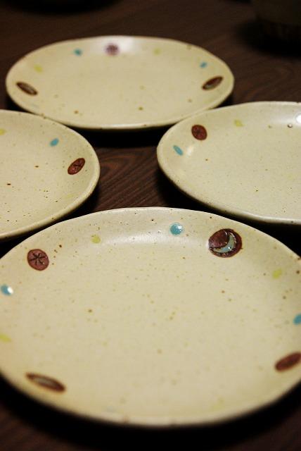お皿の新作♪_a0107184_1194696.jpg
