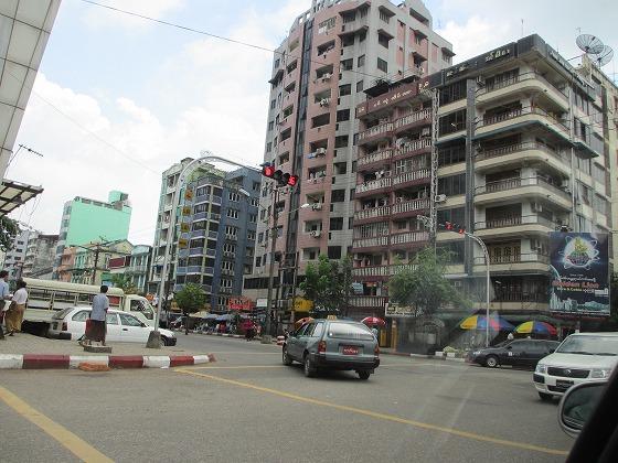 ミャンマー ヤンゴン 中古車 輸出 輸入 トミーモータース ランクル 3 二日目_b0127002_1812697.jpg