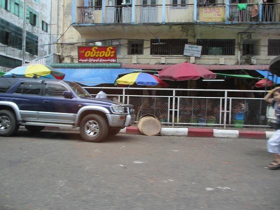 ミャンマー ヤンゴン 中古車 輸出 輸入 トミーモータース ランクル 3 二日目_b0127002_18141316.jpg