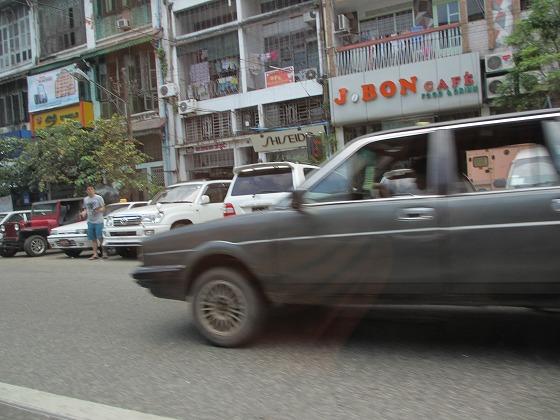 ミャンマー ヤンゴン 中古車 輸出 輸入 トミーモータース ランクル 3 二日目_b0127002_18145338.jpg