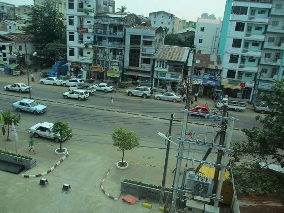 ミャンマー ヤンゴン 中古車 輸出 輸入 トミーモータース ランクル 3 二日目_b0127002_1910759.jpg