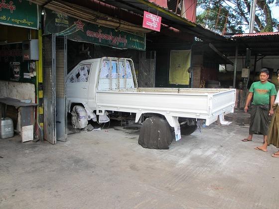 ミャンマー ヤンゴン 中古車 輸出 輸入 トミーモータース ランクル 3 二日目_b0127002_19223149.jpg