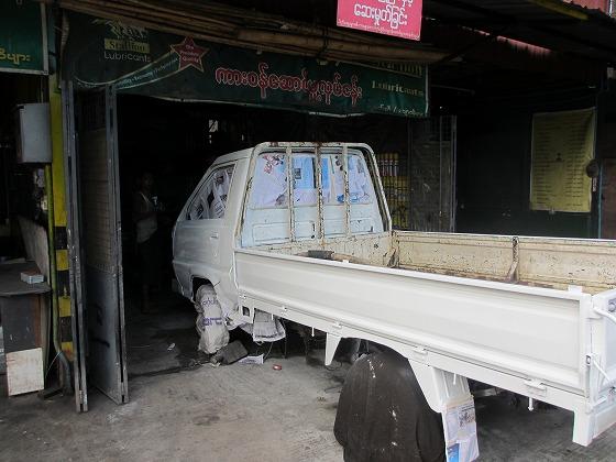 ミャンマー ヤンゴン 中古車 輸出 輸入 トミーモータース ランクル 3 二日目_b0127002_19223890.jpg
