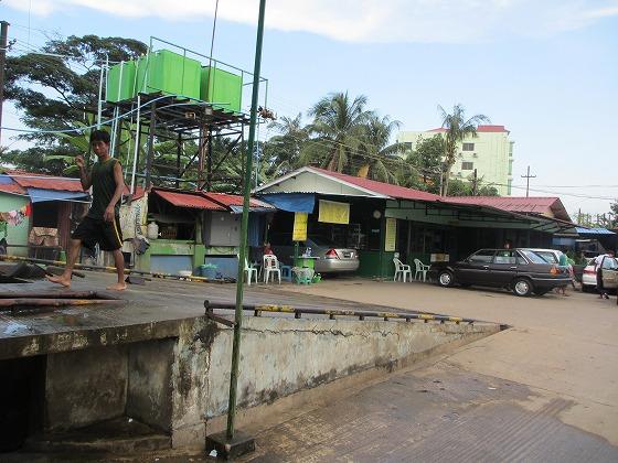 ミャンマー ヤンゴン 中古車 輸出 輸入 トミーモータース ランクル 3 二日目_b0127002_1922970.jpg