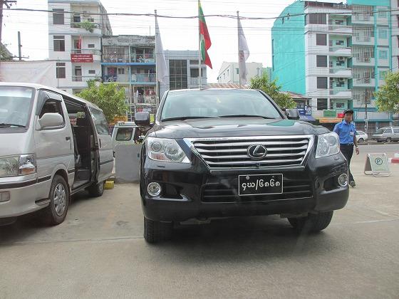 ミャンマー ヤンゴン 中古車 輸出 輸入 トミーモータース ランクル 3 二日目_b0127002_1924121.jpg