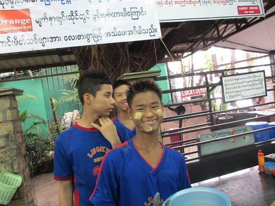 ミャンマー ヤンゴン 中古車 輸出 輸入 トミーモータース ランクル 3 二日目_b0127002_19261511.jpg