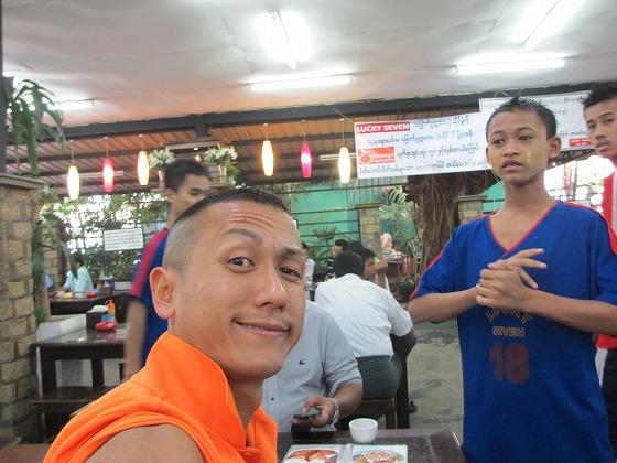 ミャンマー ヤンゴン 中古車 輸出 輸入 トミーモータース ランクル 3 二日目_b0127002_19271483.jpg