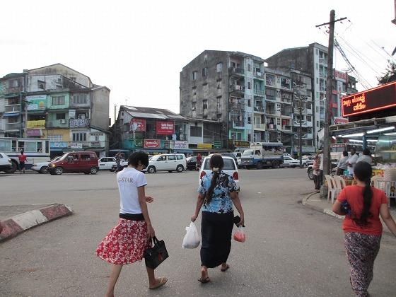 ミャンマー ヤンゴン 中古車 輸出 輸入 トミーモータース ランクル 3 二日目_b0127002_19434059.jpg