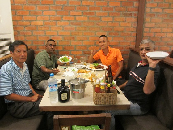 ミャンマー ヤンゴン 中古車 輸出 輸入 トミーモータース ランクル 3 二日目_b0127002_19544441.jpg