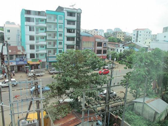 ミャンマー ヤンゴン 中古車 輸出 輸入 トミーモータース ランクル 3 二日目_b0127002_1995546.jpg