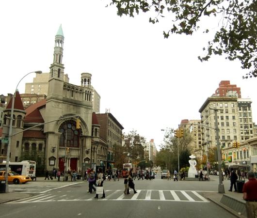 NYブロードウェイの57~157丁目間でパブリック・アート展 Saint Clair Cemin on Broadway_b0007805_23203243.jpg