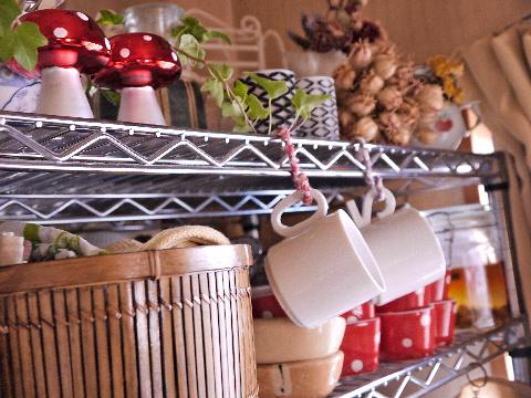 スチール棚収納 秋の食器棚に模様替え_e0086864_11172951.jpg