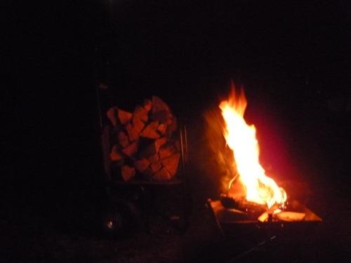焚き火でポカポカ_b0174425_19152540.jpg