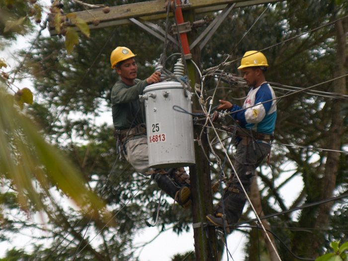 Using the generator for blackouts for 3 days, ORMECO came change the transformer repeatedly broken!_e0202828_8384827.jpg