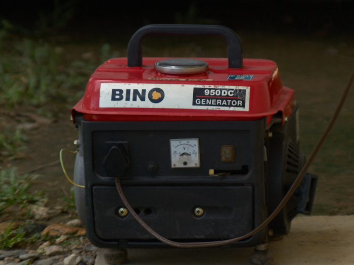 Using the generator for blackouts for 3 days, ORMECO came change the transformer repeatedly broken!_e0202828_942984.jpg
