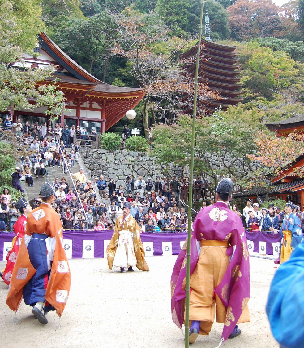 蹴鞠(けまり)と談山神社_a0237937_2356799.jpg