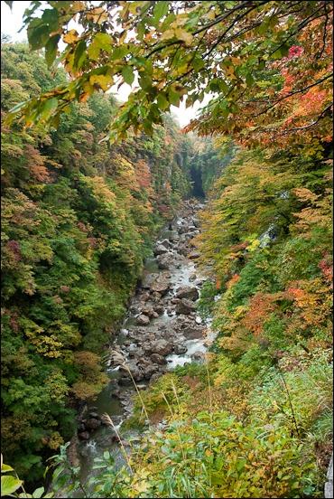 小安峡の紅葉も見ごろを迎えました。_c0176838_11472159.jpg
