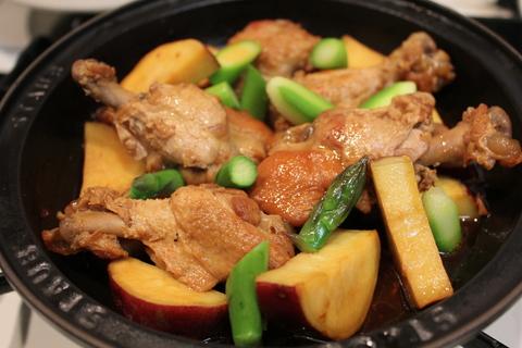 韓国風チキンのパイナップル煮と、プルコギサラダリンゴ風味_a0223786_12534151.jpg