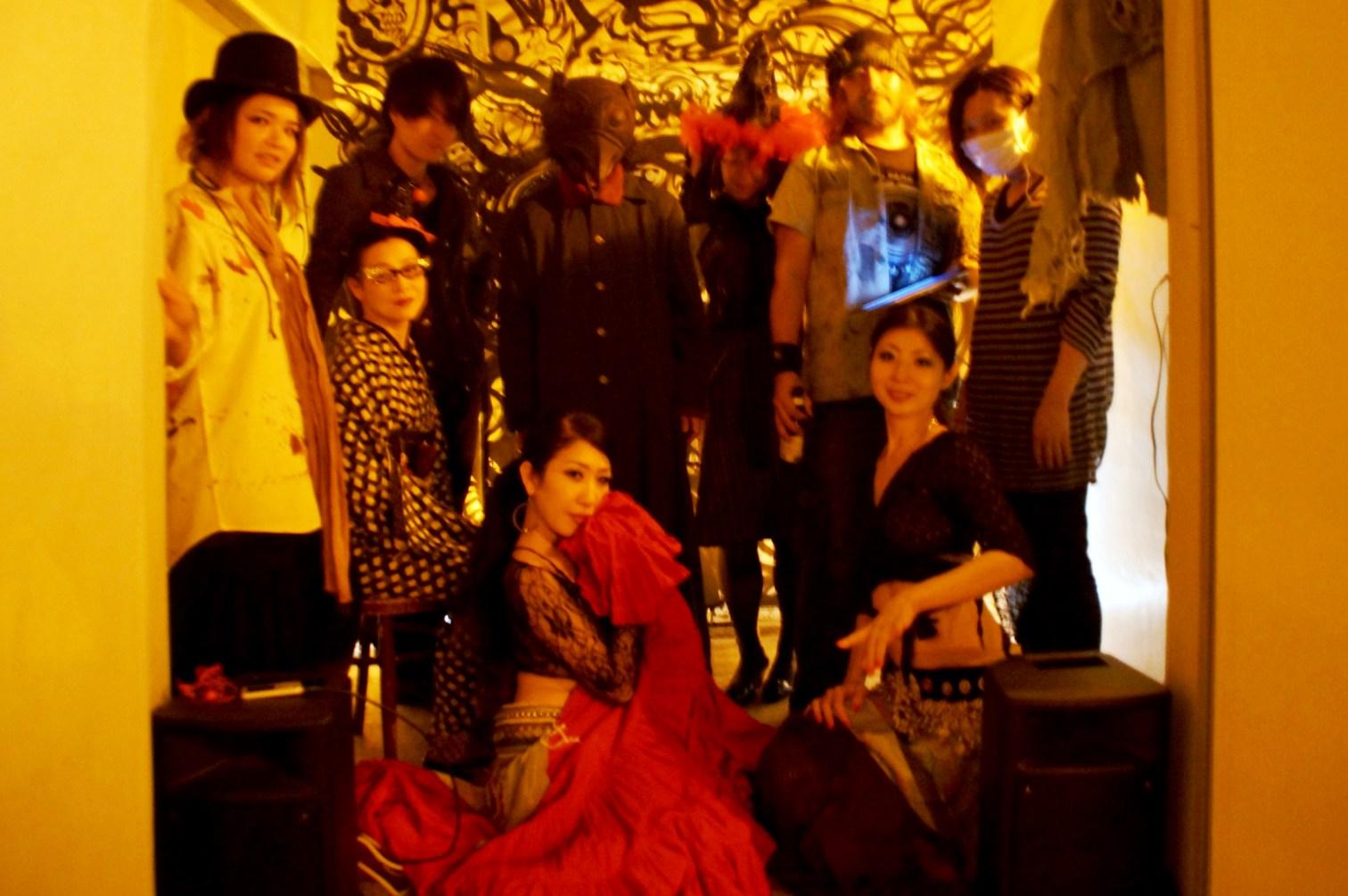 gallery園企画の仮装ハロウィンパーティ@アパートメントホテル新宿~ベリーダンス他・『月のイルカ』仮面_f0006713_2372551.jpg