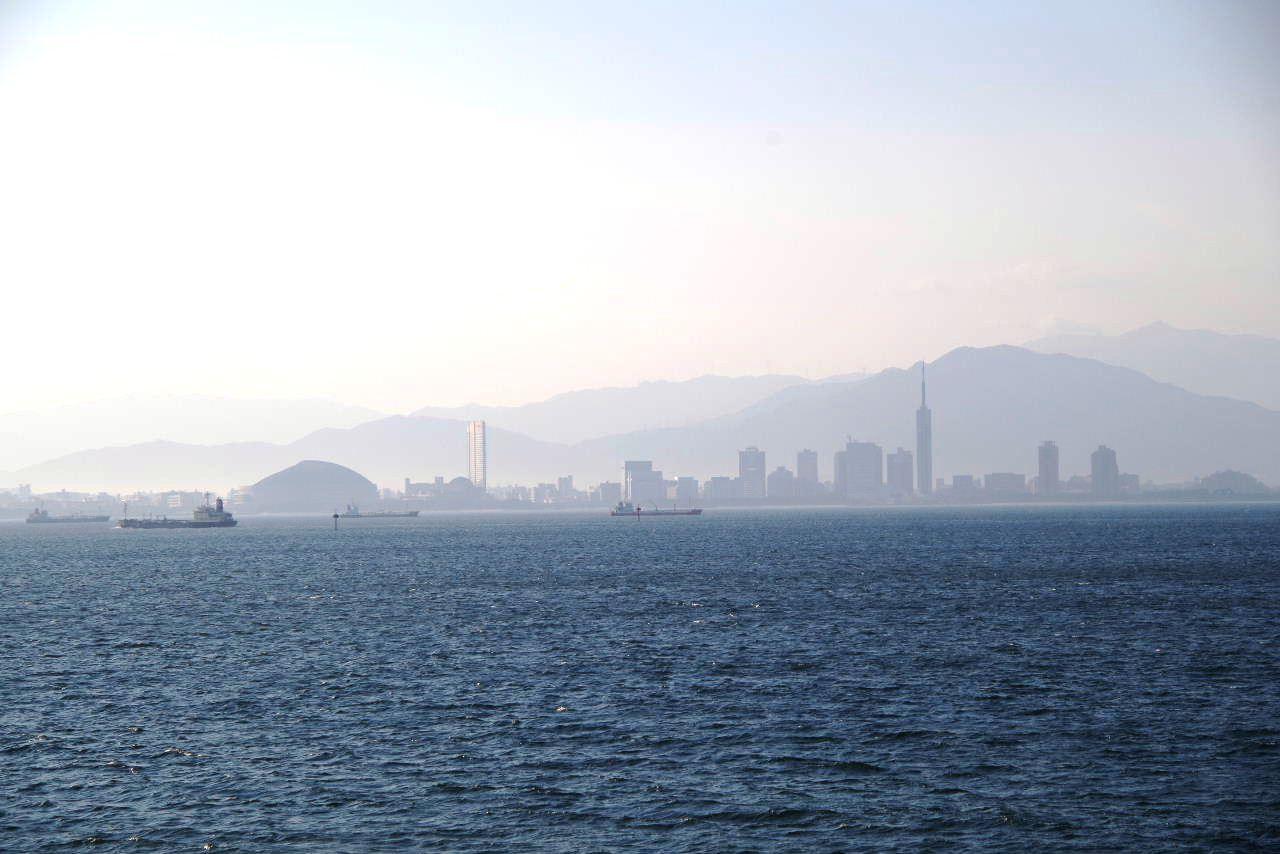 2012年10月31日の朝の博多湾_c0011649_8111174.jpg