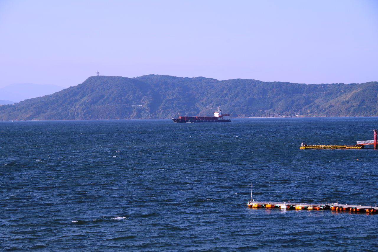 2012年10月31日の朝の博多湾_c0011649_8121085.jpg