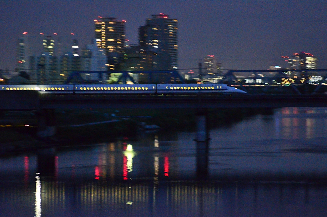 ☆〔東海道新幹線:700・N700系撮影〕☆ 【 夜の多摩川でサイド ...