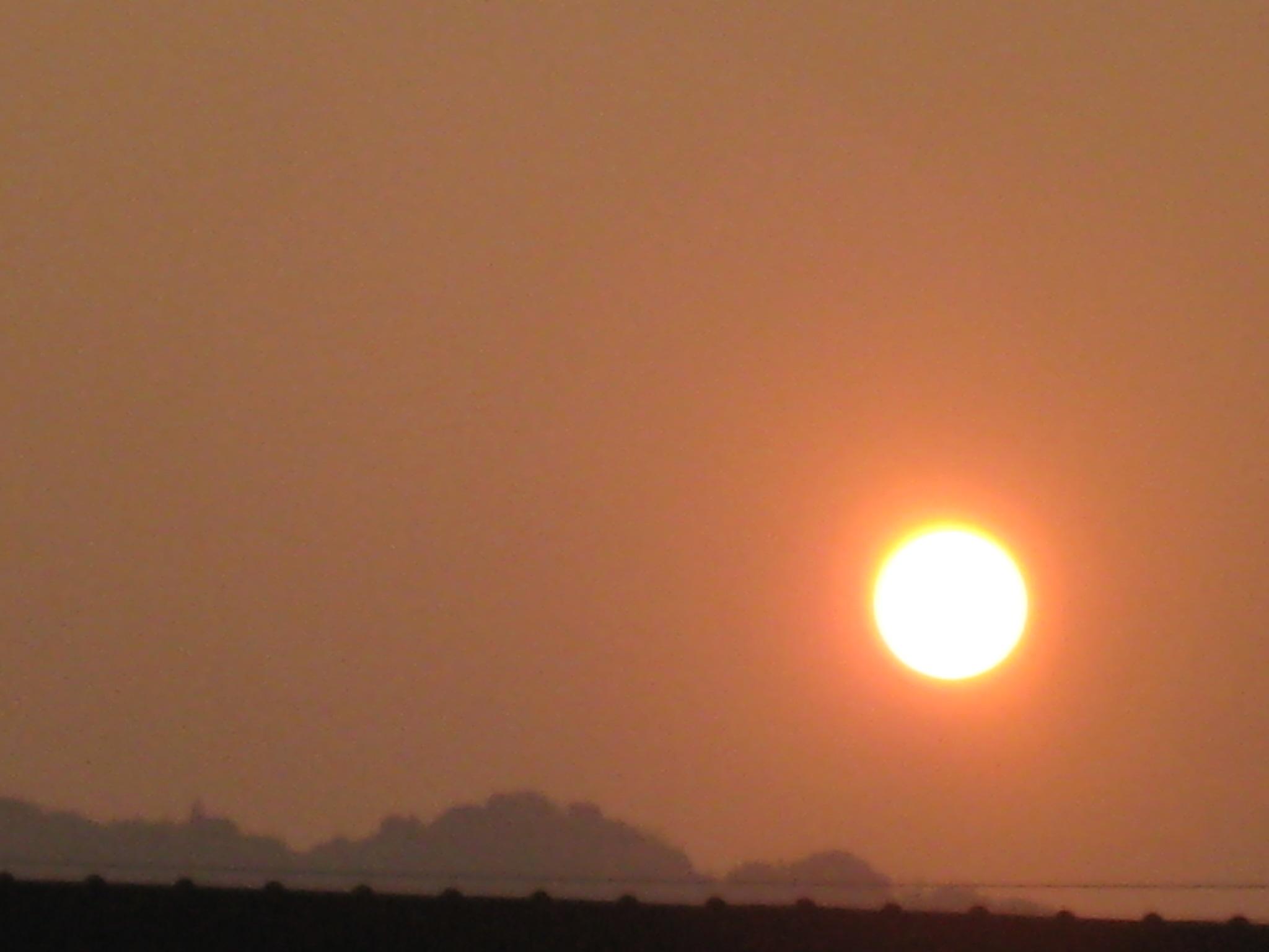 太陽と月のコラボ***_e0290872_8441468.jpg