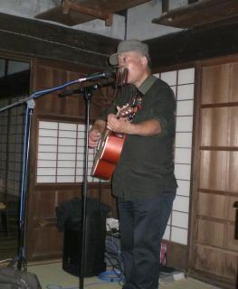 モスリンさん鼻笛コンサートが竈の家でありました_f0044728_10314835.jpg