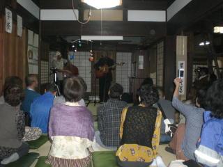 モスリンさん鼻笛コンサートが竈の家でありました_f0044728_10352985.jpg